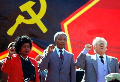 Direkt efter Mandelas bortgång utfärdade ANC och Sydafrikas Kommunistiska Parti samtidiga kommuniké, där de meddelar att Nelson Mandela vid tiden för gripandet i augusti 1962 var medlem i Sydafrikas Kommunistiska Parti och i dess centralkommitté.