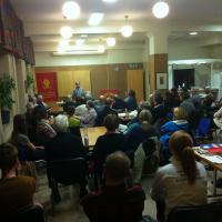 Henry Ascher talar på möte i Göteborg.