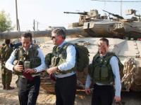 SD-riksdagsmannen Kent Ekeroth på besök hos israelisk militär.