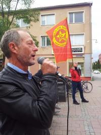 Ulf Nilsson talar på möte vid SKF:s fabrik i Göteborg.